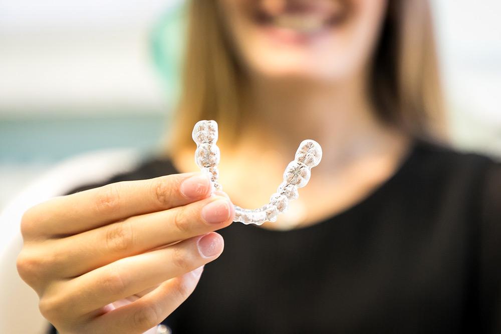 apparecchio trasparente ortodonzia invisibile