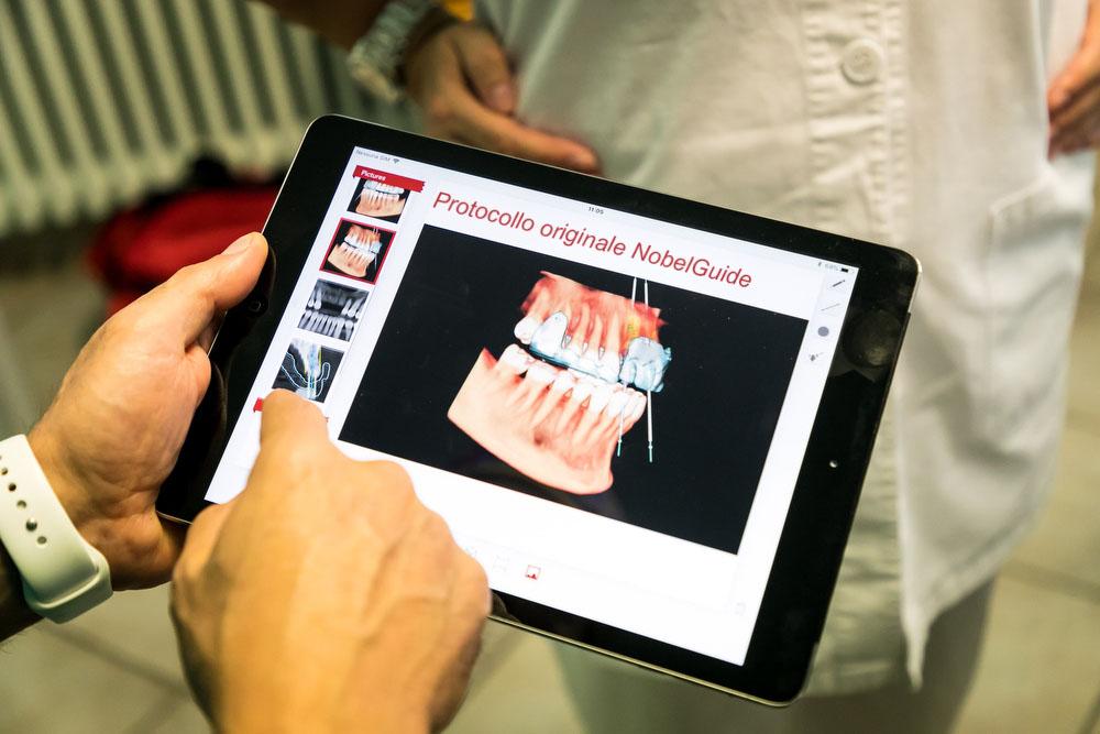Dentista protesi - Protesi denti, faccette, ponti, soluzioni protesiche fisse e mobili zona Chivasso Torino - Studio dentistico Cavour